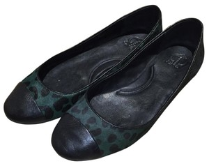 C. Wonder Black and Dark Green Flats