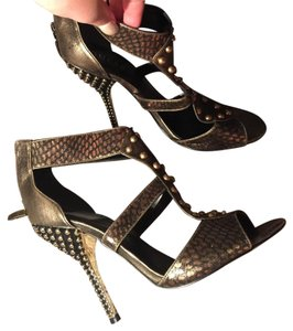 Guess Studded Flashy Casual Gold Pumps