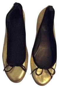 Gucci Gold with black trim Flats