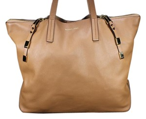 Michael Kors Mk Leather Zippy Purse Tote in Brown