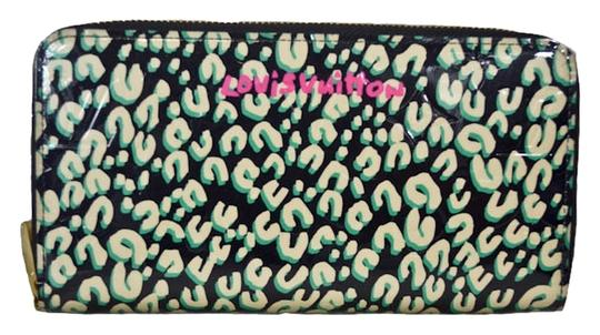 Preload https://img-static.tradesy.com/item/1787229/louis-vuitton-green-new-limited-edition-leapord-zippy-wallet-0-0-540-540.jpg