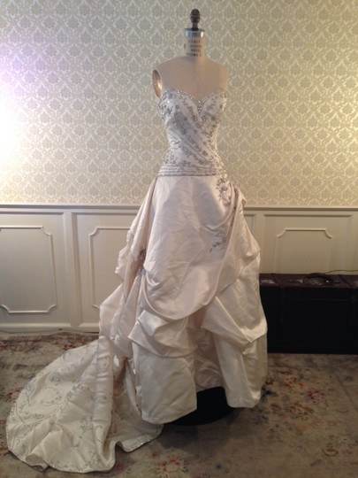 Eve of Milady White Satin 4216 Silk Embroidery Strapless Sweetheart Formal Wedding Dress Size 8 (M)