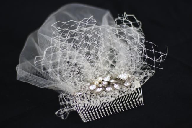 Item - Off-white Birdcage Ivory Colette Comb From Bridal Veil