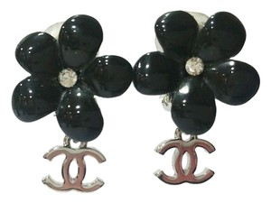 Chanel Authentic Chanel Black Resin Flower Silver CC Dangle Clip onEarrings