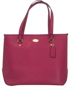 Coach Leather Nwt Tote in Cranberry