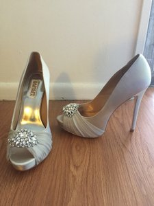 Badgley Mischka Pettal Pump Wedding Shoes