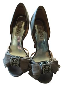 Badgley Mischka Gray Pumps
