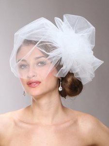 Mariell Chic Designer Bouffant-style Side Birdcage Veil In White