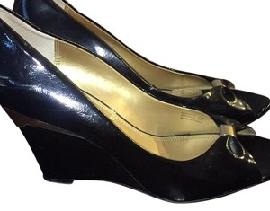 Tahari Black and gold Wedges