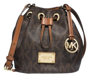 4b9f709c53a6dc Michael Kors Jules Crossbody - Up to 90% off at Tradesy