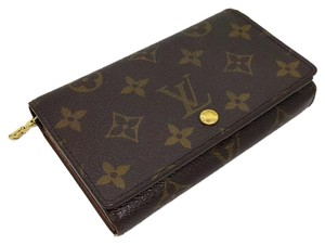 Louis Vuitton Louis Vuitton Monogram short Wallet.