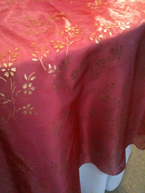 Item - Red Organza/Gold Stencil Print Red/Gold Overlays Tablecloth