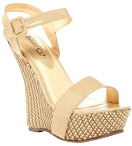 Bucco Nwt Platform Wedge Cream Platforms