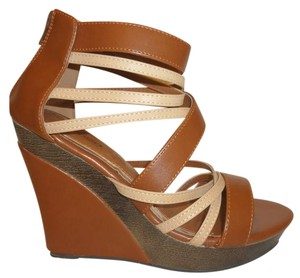 Bucco Nwt Platform Wedge Tan Brown and Cream Platforms