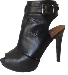 Kenneth Cole black Platforms