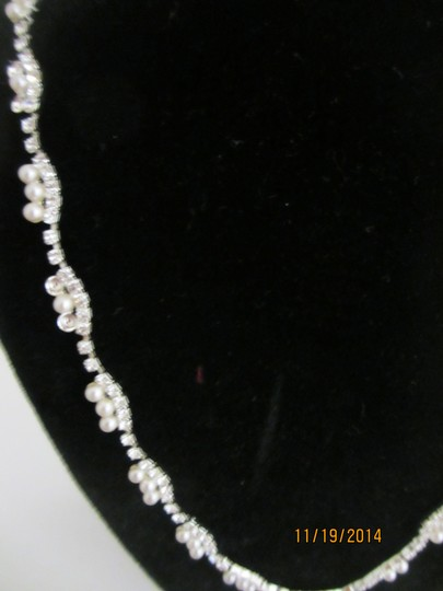 Giavan D8382-(N20) simple rhinestone crystal necklace