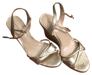 Ann Taylor Gold Wedges