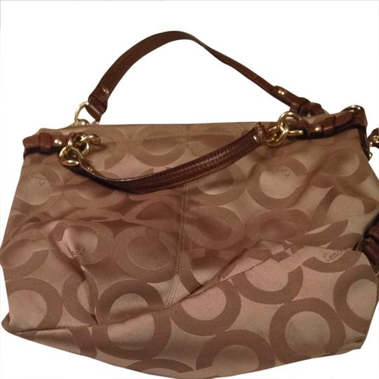 Preload https://item5.tradesy.com/images/coach-carly-beige-signature-c-pattern-satchel-1792809-0-0.jpg?width=440&height=440