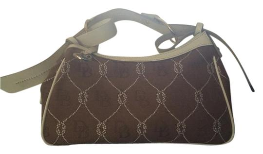 Preload https://img-static.tradesy.com/item/17932870/dooney-and-bourke-brown-and-white-cloth-shoulder-bag-0-1-540-540.jpg