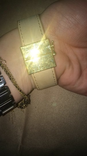 Vince Camuto Vince Camuto Beige Tan Leather Pyramid Stud Cuff Yellow Gold Metal Bracelet Image 3