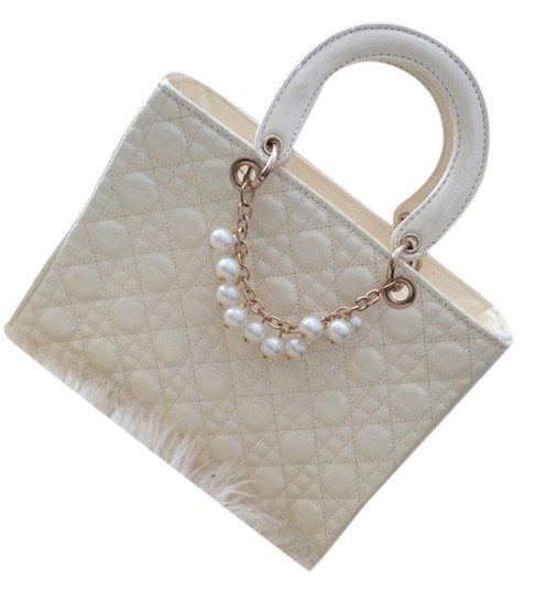 Other Vintage Pearls Gold Tote in Cream