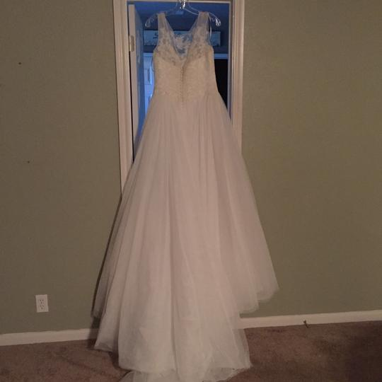 Pronovias Ivory Lace and Tulle Traditional Wedding Dress Size 10 (M) Image 3