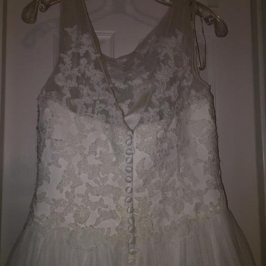 Pronovias Ivory Lace and Tulle Traditional Wedding Dress Size 10 (M) Image 4