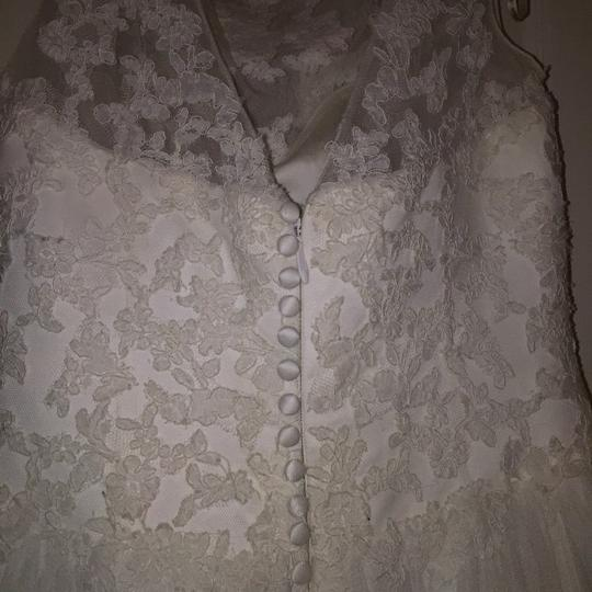 Pronovias Ivory Lace and Tulle Traditional Wedding Dress Size 10 (M) Image 6
