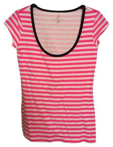 New York & Company T Shirt Pink & white