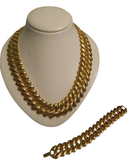 Preload https://img-static.tradesy.com/item/179421/gold-vintage-bracelet-necklace-0-0-540-540.jpg