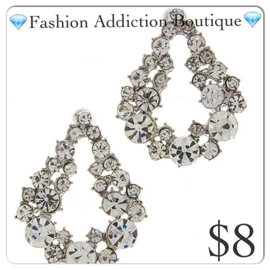 Preload https://img-static.tradesy.com/item/17944318/silver-clear-earrings-0-0-540-540.jpg