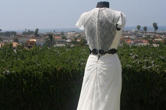 Light Ivory White Chantilly Lace All Low Back Cap Sleeves Flowing Lightweight Plunging Neck Sexy Dress Size 8 (M)