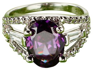 Purple amethyst and clear gem stones fashion ring