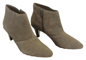 Kenneth Cole Reaction Size 10.00 M Suede Leather Very Good Condition Grayish/Cream Boots
