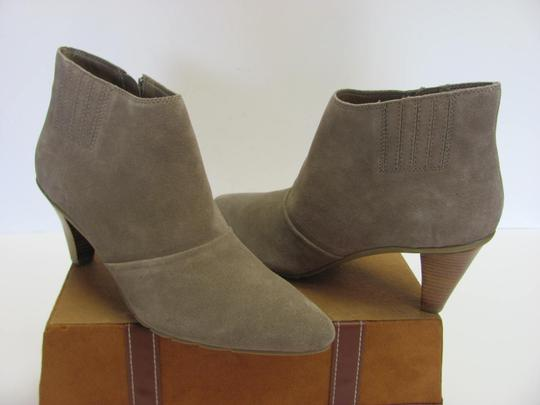 Kenneth Cole Reaction Size 10.00 M Suede Leather Very Good Condition Grayish/Cream Boots Image 1