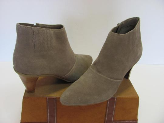 Kenneth Cole Reaction Size 10.00 M Suede Leather Very Good Condition Grayish/Cream Boots Image 2