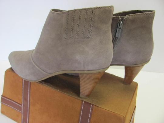 Kenneth Cole Reaction Size 10.00 M Suede Leather Very Good Condition Grayish/Cream Boots Image 4