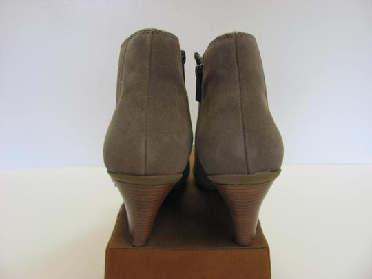 Kenneth Cole Reaction Size 10.00 M Suede Leather Very Good Condition Grayish/Cream Boots Image 5