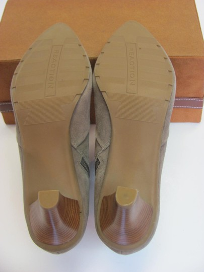 Kenneth Cole Reaction Size 10.00 M Suede Leather Very Good Condition Grayish/Cream Boots Image 6