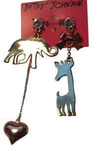 Betsey Johnson Elephant and Graffe Mismatching Earrings