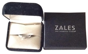 Zales 3 round diamonds Promise Ring in 10K White Gold