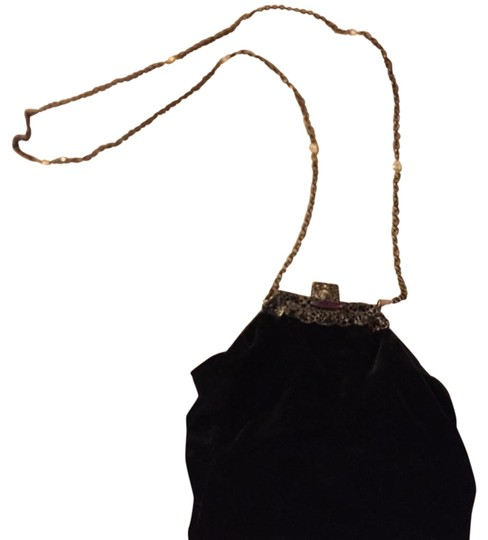 Preload https://img-static.tradesy.com/item/17958178/black-velvet-shoulder-bag-0-1-540-540.jpg