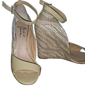 Badgley Mischka Tan Wedges