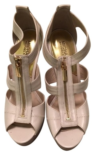 Preload https://img-static.tradesy.com/item/17961484/michael-kors-white-high-heel-with-gold-accents-platforms-size-us-8-0-1-540-540.jpg
