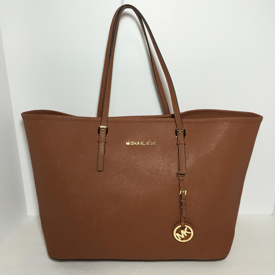 a4f313aabaf0 Michael Kors Medium Jet Set Travel Luggage Saffiano Leather Tote - Tradesy