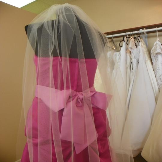 White Medium Ships Now Waltz Short Bridal Veil Image 2