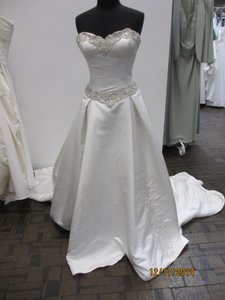 Ivory 5063 - - (146l) Formal Wedding Dress Size 14 (L)