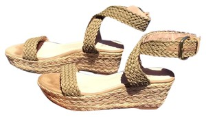 Stuart Weitzman Espadrille Wedges Swamp crochet, natural. Sandals