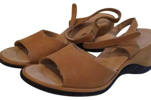 Arche Camel Wedges