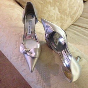 Caparros Silver Grey Fabric with Bow Formal Size US 8 Regular (M, B)